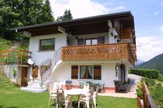 Frachettes-2-exterieur-ete-jardin-location-appartement-chalet-Les-Gets