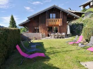 Rose-des-Vents-jardin-ete-location-appartement-chalet-Les-Gets