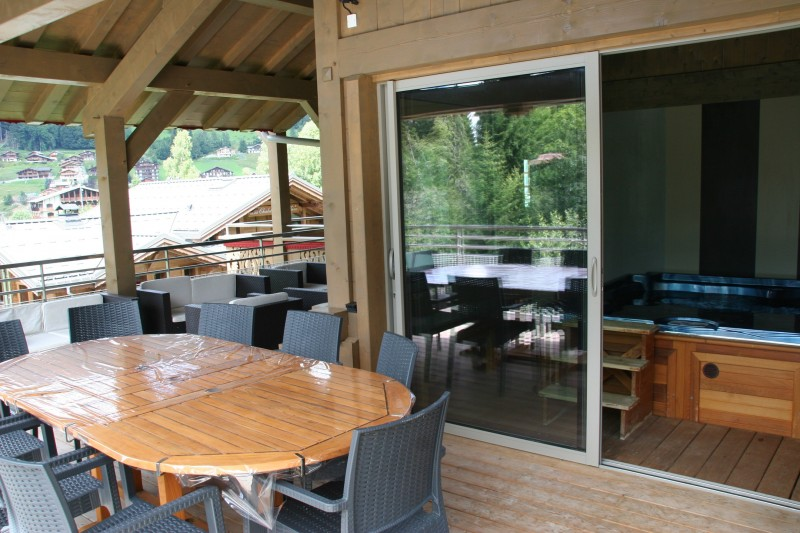 Adelphine-1-terrasse-jacuzzi-location-appartement-chalet-Les-Gets
