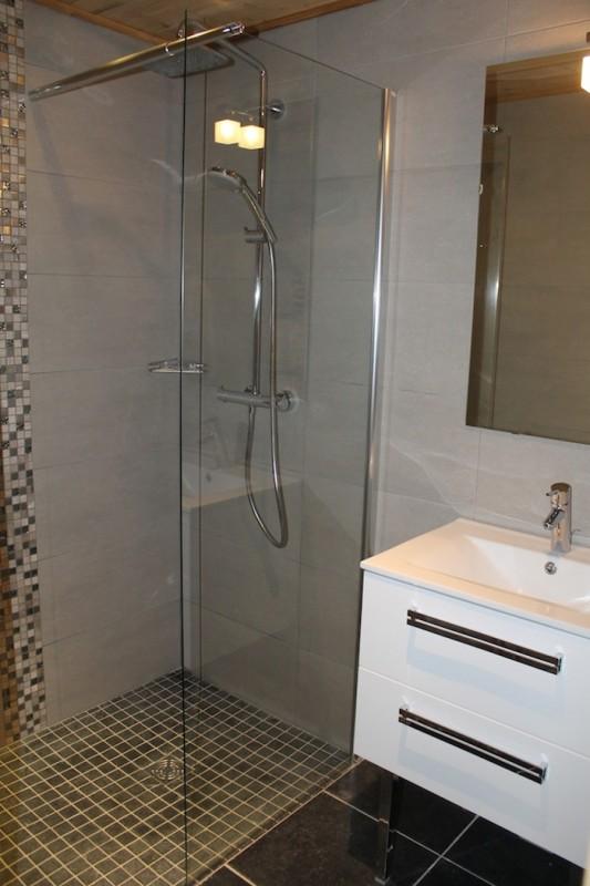 Adelphine-3-salle-de-bain-location-appartement-chalet-Les-Gets