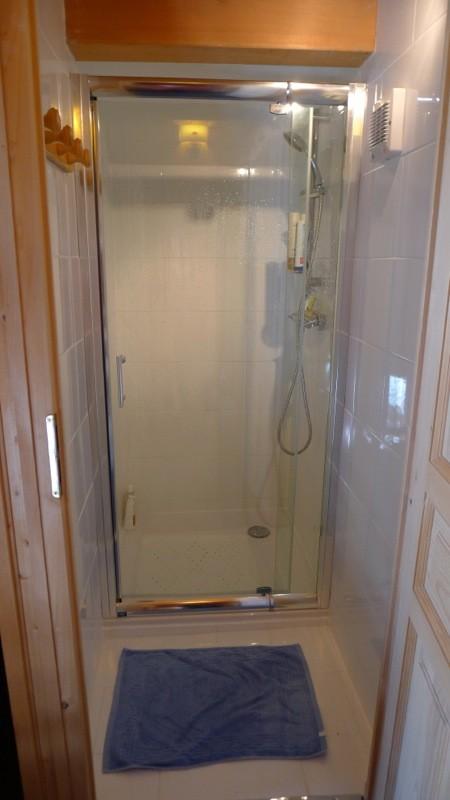 Agapanthe-salle-de-bain-douche-location-appartement-chalet-Les-Gets