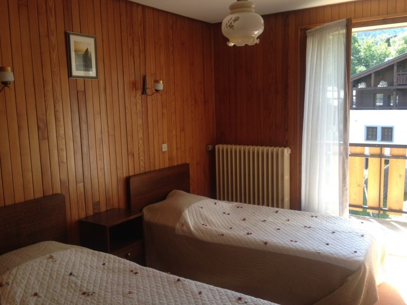 Aiglon-4-chambre1-location-appartement-chalet-Les-Gets