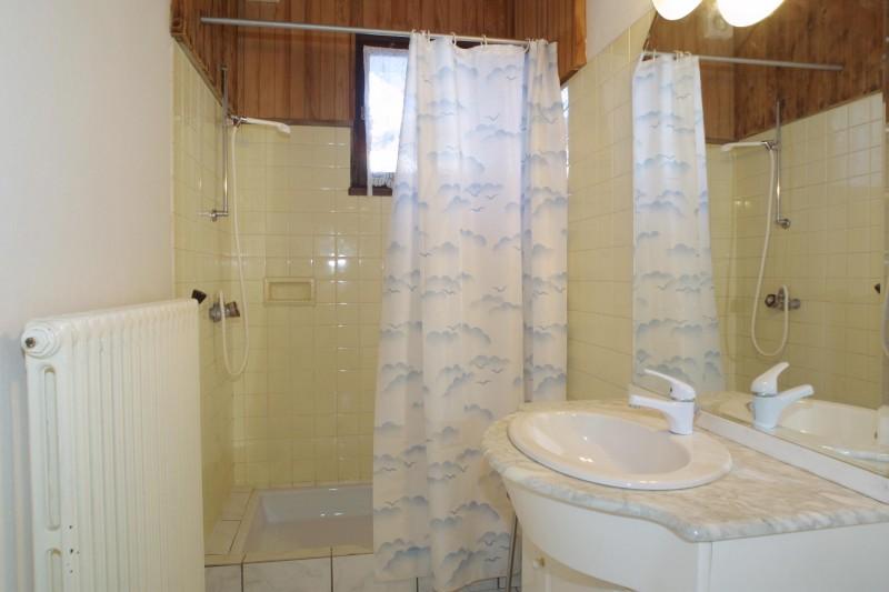 Alaska-2-salle-de-bain-location-appartement-chalet-Les-Gets