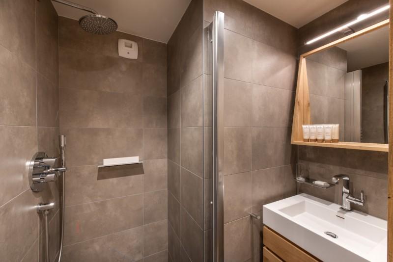 Annapurna-A102-salle-de-bain-location-appartement-chalet-Les-Gets