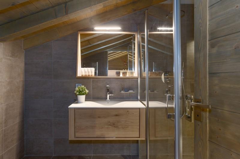 Annapurna-A302-salle-de-bain-location-appartement-chalet-Les-Gets