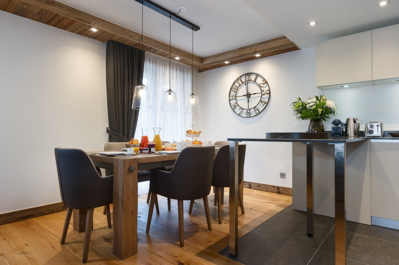 Annapurna-B104-salle-a-manger-cuisine-location-appartement-chalet-Les-Gets