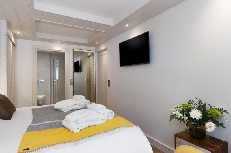 Annapurna-B202-chambre-double-TV-location-appartement-chalet-Les-Gets