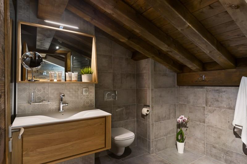 Annapurna-B302-salle-de-bain2-location-appartement-chalet-Les-Gets