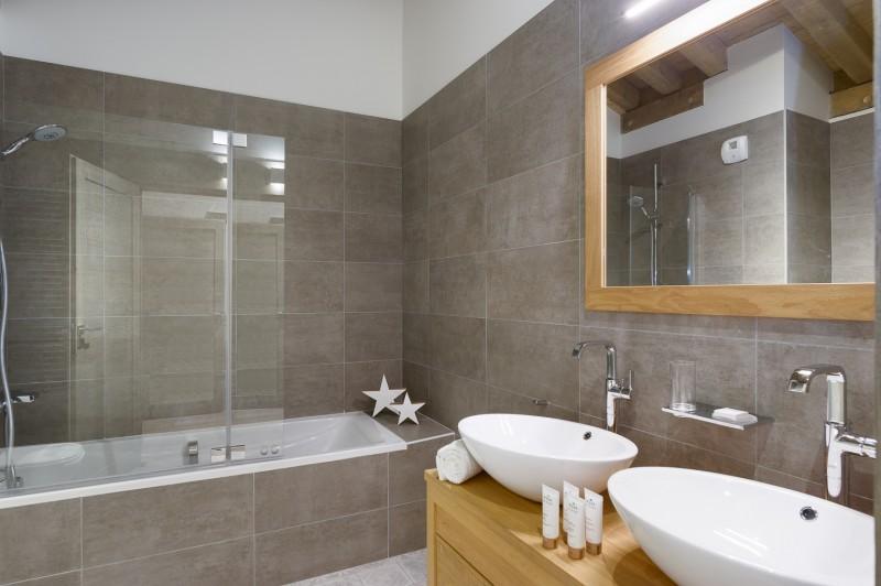Annapurna-B303-salle-de-bain2-location-appartement-chalet-Les-Gets