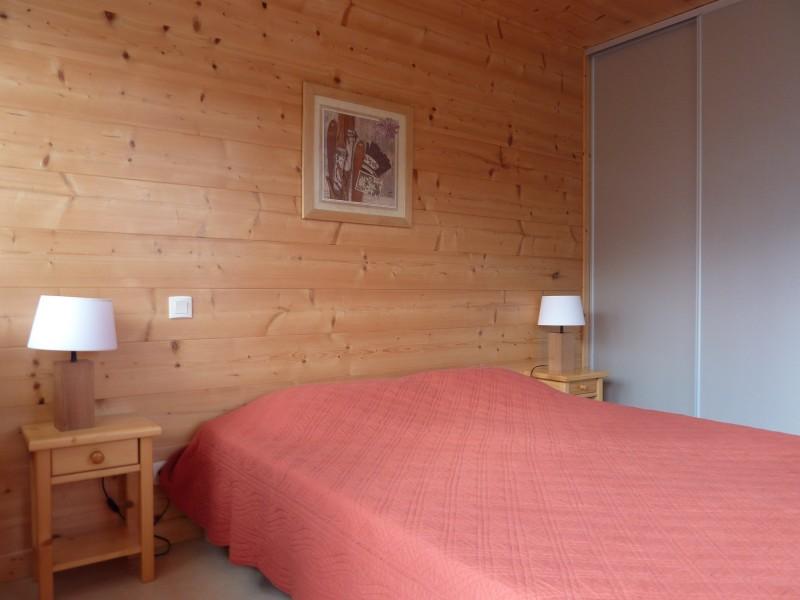 Armaillis-1-chambre-lit-double1-location-appartement-chalet-Les-Gets