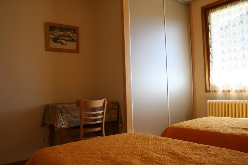 Armaillis-3-chambre-lits-simples1-location-appartement-chalet-Les-Gets