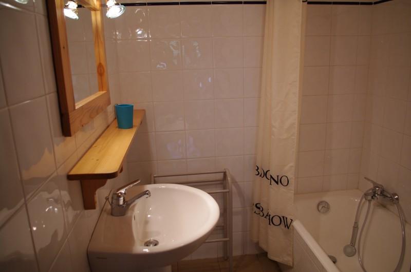 Arolle-3-salle-de-bain-location-appartement-chalet-Les-Gets