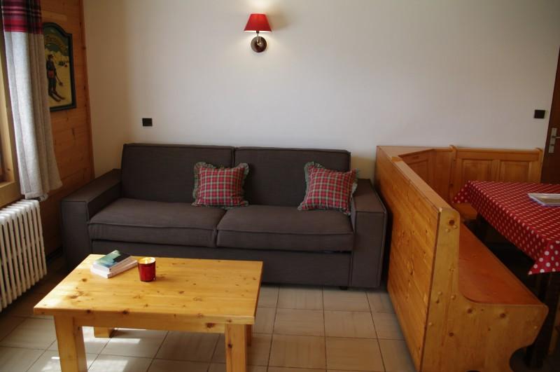 Arolle-3-salon2-location-appartement-chalet-Les-Gets