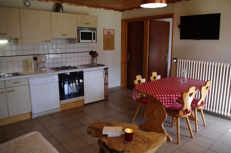 Arolle-4-cuisine-location-appartement-chalet-Les-Gets