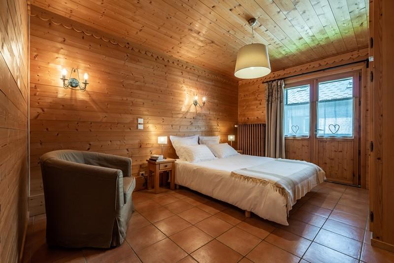 Arolle-Bouquetin-chambre-double-location-appartement-chalet-Les-Gets