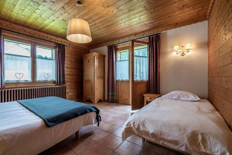 Arolle-Bouquetin-chambre-triple-location-appartement-chalet-Les-Gets