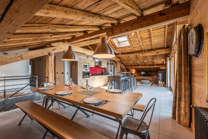 Arolle-Ourson-salle-a-manger-location-appartement-chalet-Les-Gets