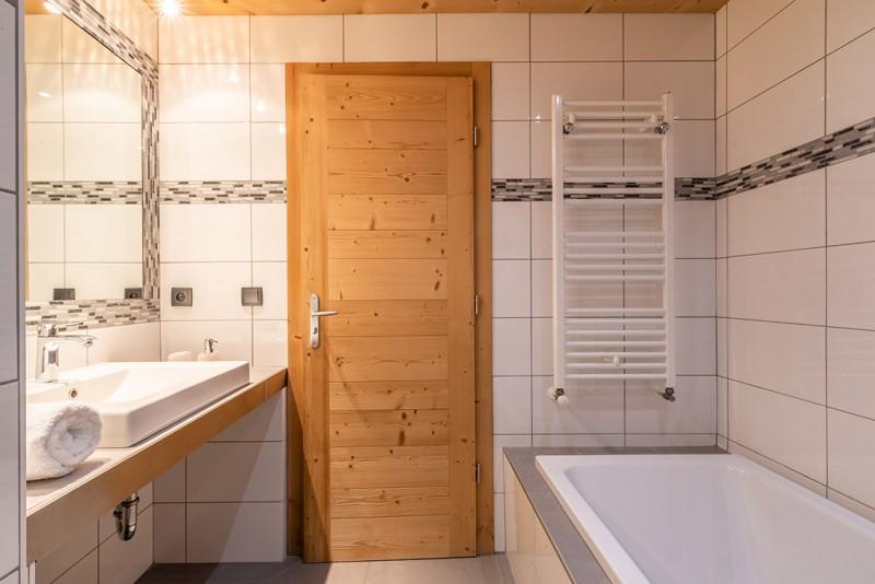 Arolle-Ourson-salle-de-bain-location-appartement-chalet-Les-Gets