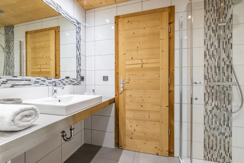 Arolle-Ourson-salle-de-bain3-location-appartement-chalet-Les-Gets