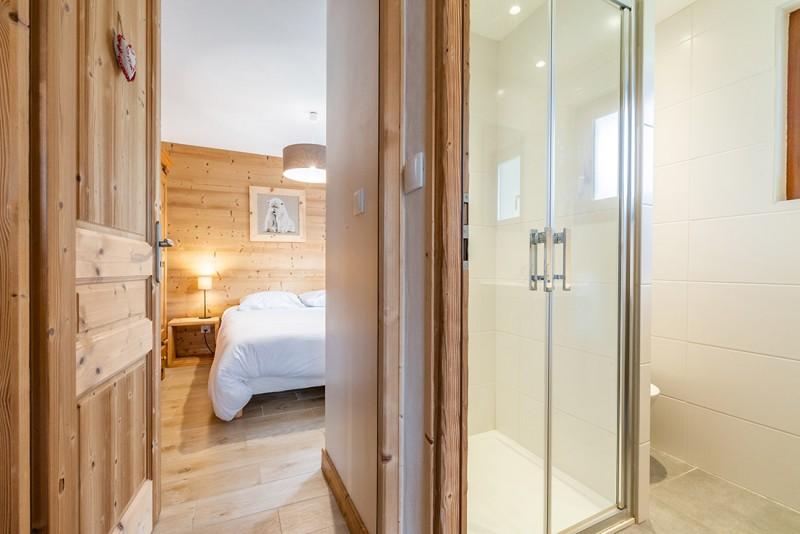 Aulnaie-1-chambre-sdb-location-appartement-chalet-Les-Gets