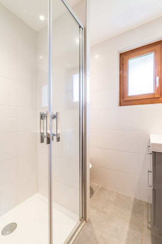 Aulnaie-1-salle-de-bain1-location-appartement-chalet-Les-Gets
