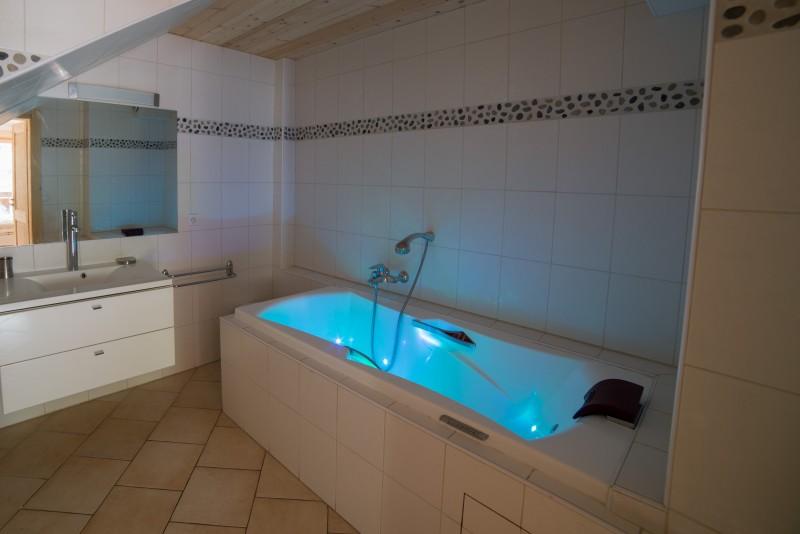 Azalees-7-baignoire-location-appartement-chalet-Les-Gets