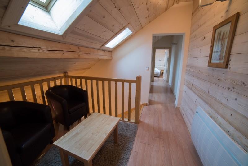 Azalees-7-etage-fauteuil-location-appartement-chalet-Les-Gets