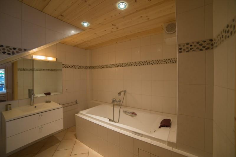 Azalees-7-salle-de-bain-location-appartement-chalet-Les-Gets
