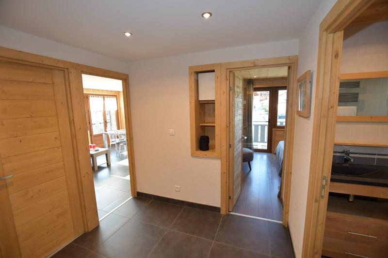 Beau-sejour-1-couloir-location-appartement-chalet-Les-Gets