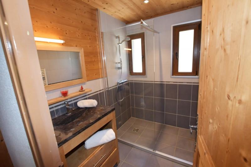 Beau-Sejour-3-salle-de-bain-location-appartement-chalet-Les-Gets