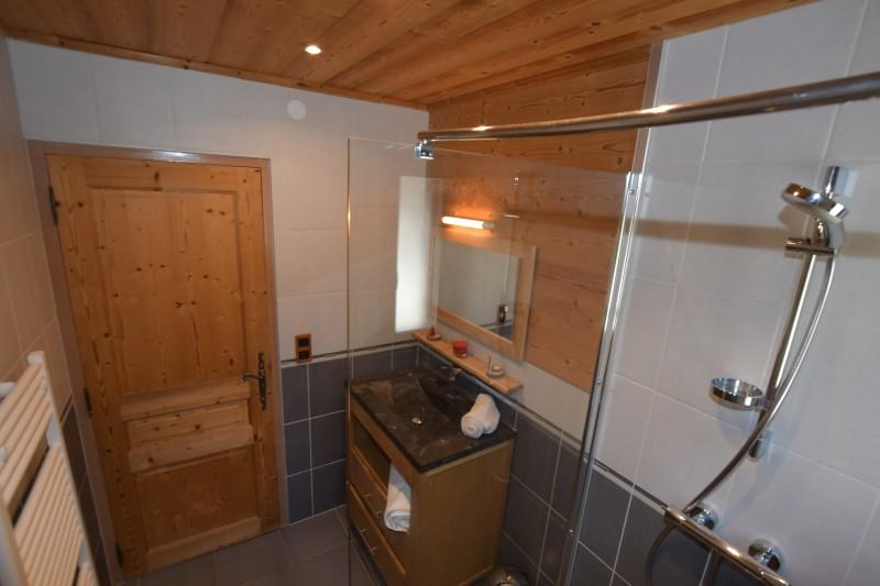 Beau-Sejour-3-salle-de-bain1-location-appartement-chalet-Les-Gets
