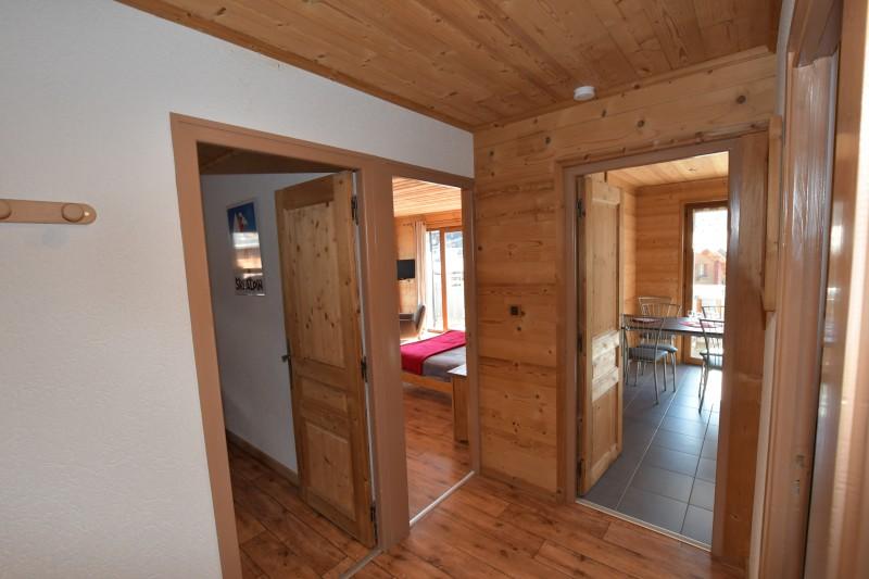 Beau-Sejour-5-couloir-location-appartement-chalet-Les-Gets