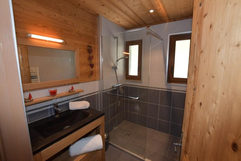 Beau-Sejour-5-salle-de-bain-location-appartement-chalet-Les-Gets