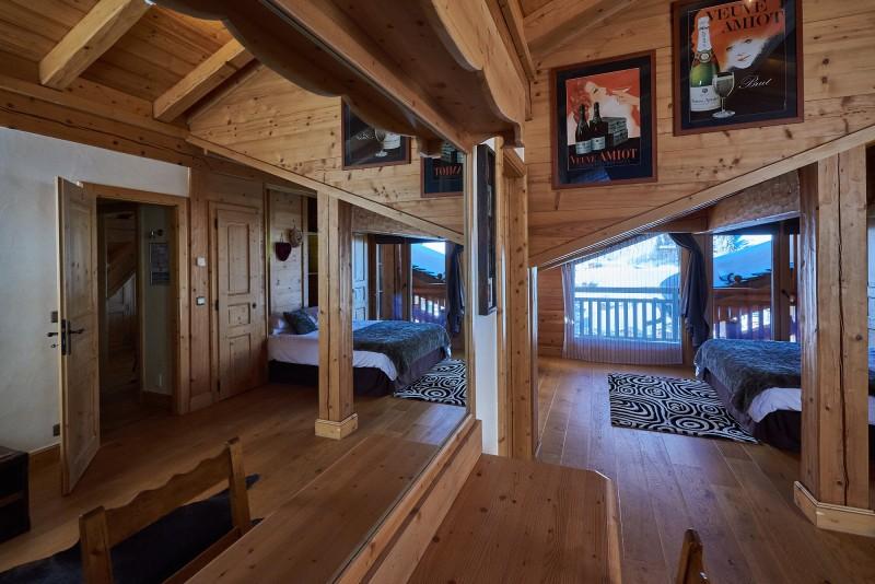 bedroom-01010-984