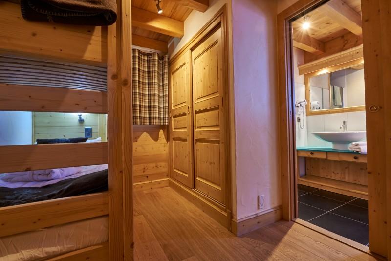 bedroom-03002-993