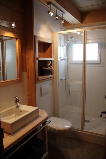 Benevy-salle-de-bain-location-appartement-chalet-Les-Gets