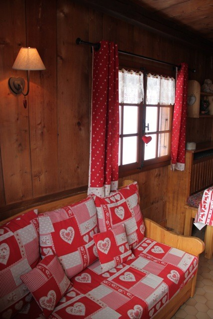 Benevy-salon-canape-location-appartement-chalet-Les-Gets