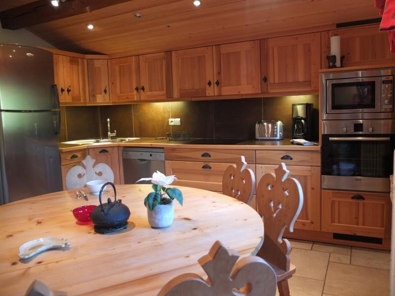 Berthet-Sports-Edelweiss-cuisine1-location-appartement-chalet-Les-Gets