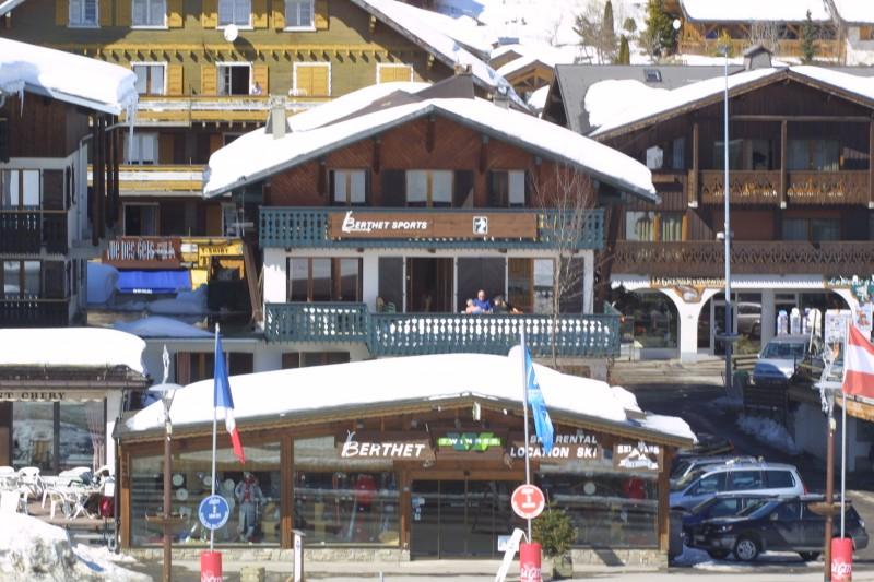 Berthet-Sports-Gentianes-exterieur-hiver-location-appartement-chalet-Les-Gets