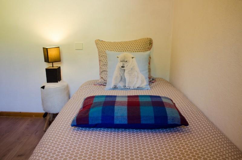 Blanchot-chambre-lit-simple-location-appartement-chalet-Les-Gets