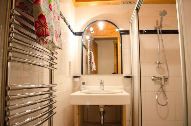 Blanchot-salle-de-bain-location-appartement-chalet-Les-Gets