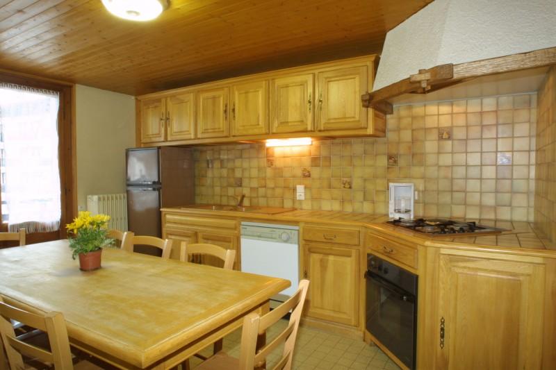 Bleuets-1-cuisine-location-appartement-chalet-Les-Gets