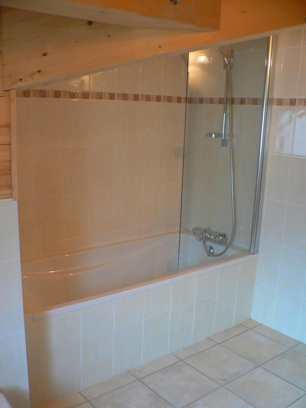 Bleuets-2-salle-de-bain-location-appartement-chalet-Les-Gets