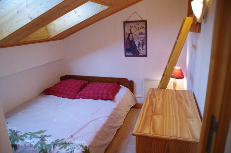 Bois-de-Lune-22-chambre-alcove2-location-appartement-chalet-Les-Gets