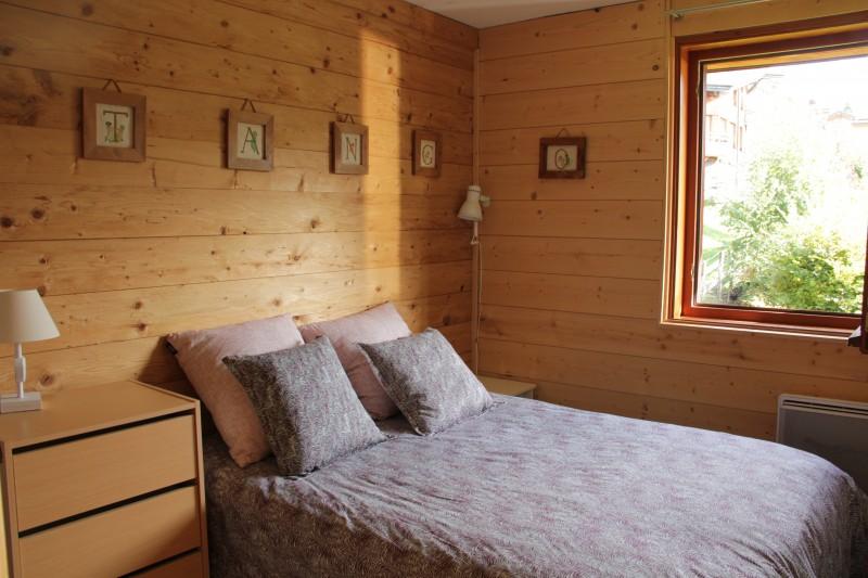 Bouillandire-A7-chambre-lit-double-location-appartement-chalet-Les-Gets