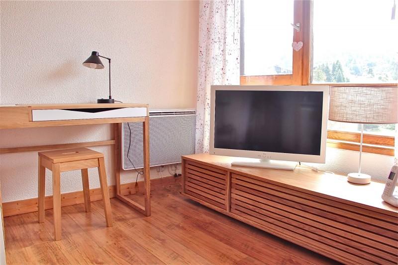 Bouillandire-A7-salon-TV-location-appartement-chalet-Les-Gets