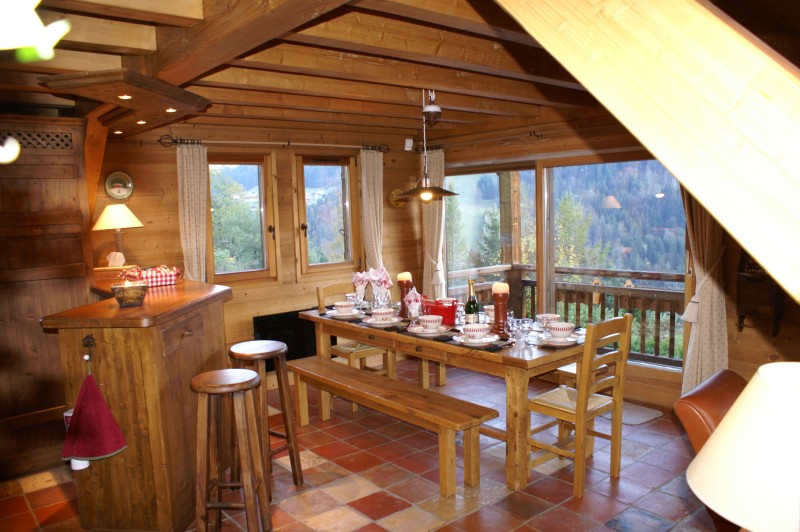 Camomille-salle-a-manger-location-appartement-chalet-Les-Gets