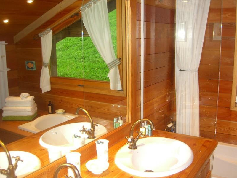 Camomille-salle-de-bain2-location-appartement-chalet-Les-Gets