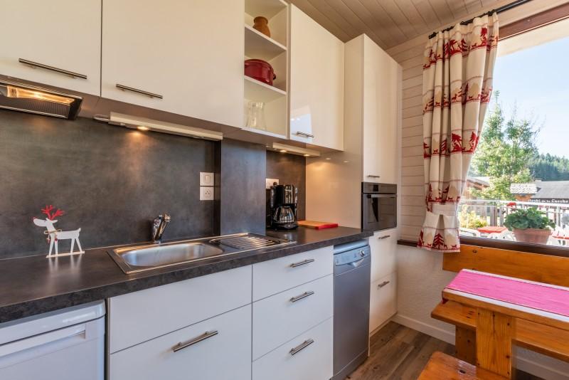 Caribou-1-cuisine1-location-appartement-chalet-Les-Gets