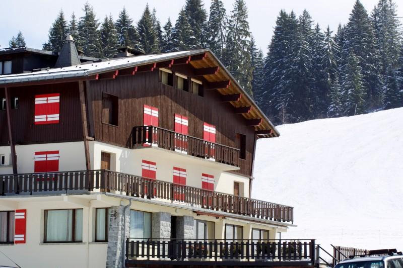 Caribou-1-exterieur-hiver-location-appartement-chalet-Les-Gets